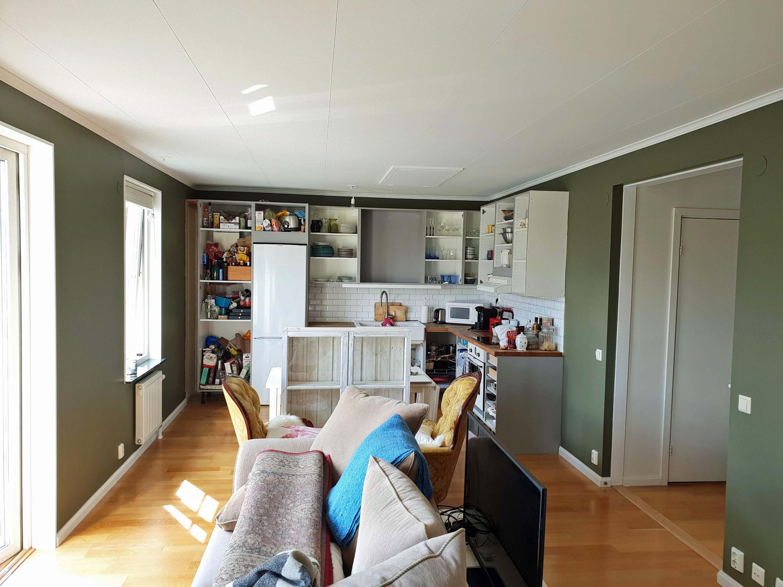 Nymålade väggar, tak, dörrfoder och socklar!
