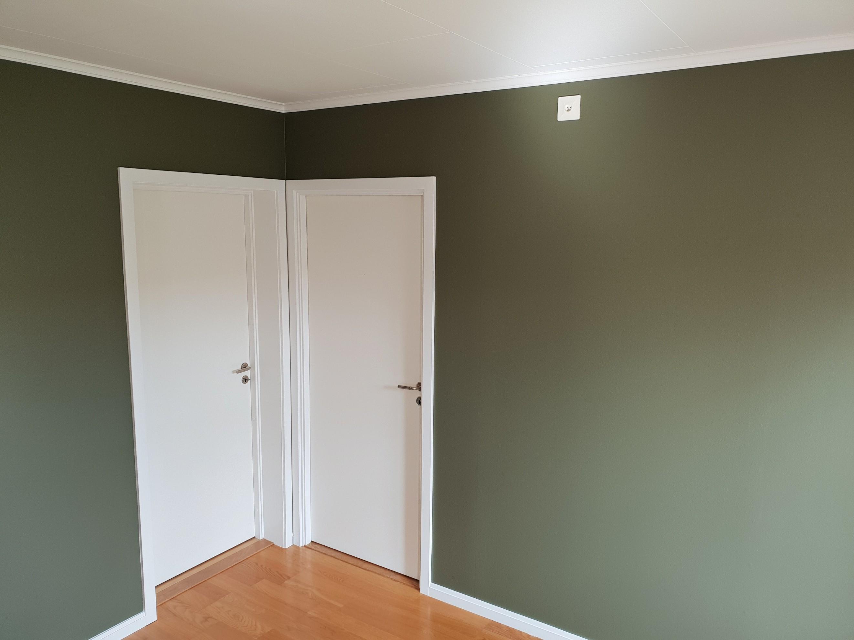 Nymålade väggar, dörrfoder och socklar!